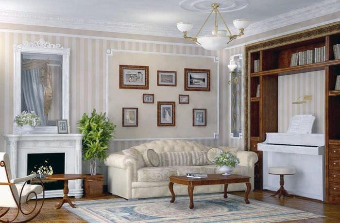 Дизайн гостиной комнаты в стиле ренессанса с полосатыми обоями на стенах