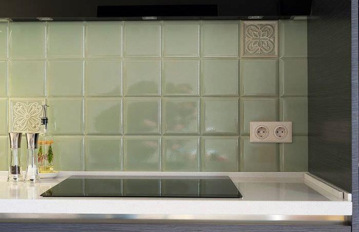 Керамическая плитка оливкового цвета в дизайне кухни