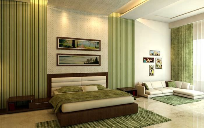 Дизайн спальни с оливковыми шторами и светлыми стенами