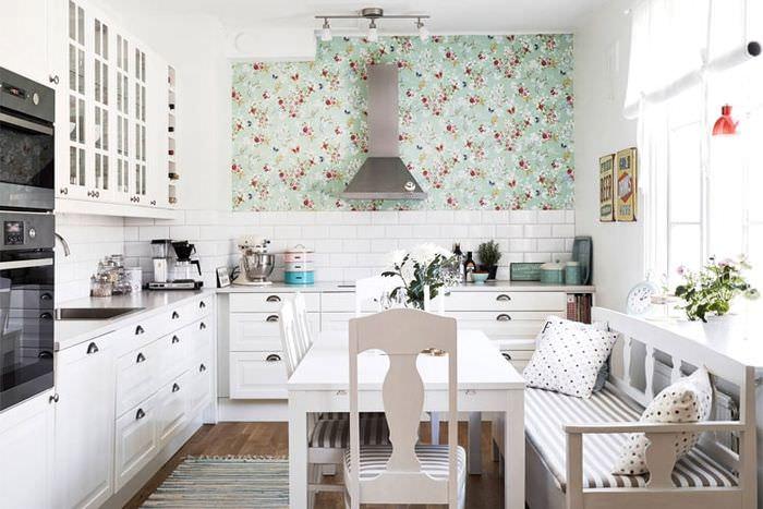естественное освещение в интерьере кухонного момещения