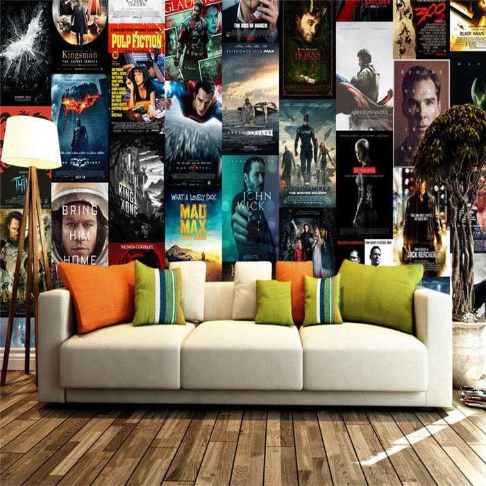 Оформление стены в гостиной плакатами с героями из художественных фильмов