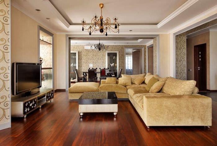 Интерьер комнаты в стиле неоклассицизма с темно-коричневым полом
