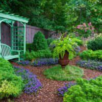 Сочетание синего цвета с зеленым в ландшафте
