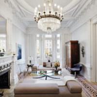 Молдинги в оформлении комнаты в стиле классики