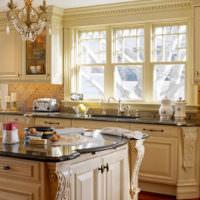 Молдинги в оформлении интерьера классической кухни