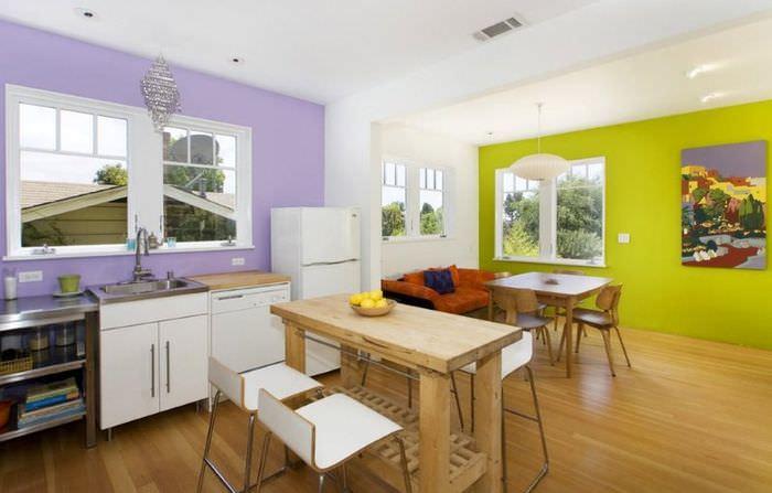 Сочетание трех цветов в отделке стен кухни