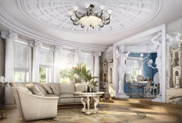 Интерьер гостиной комнаты в римском стиле с использованием лепного декора