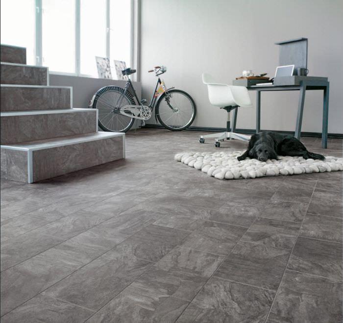 Серый ламинат в дизайне современного помещения