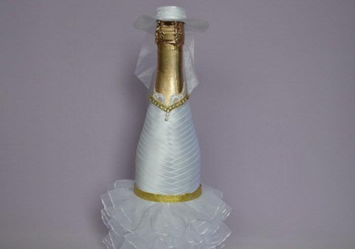 Шляпка и фата на бутылке невесты своими руками
