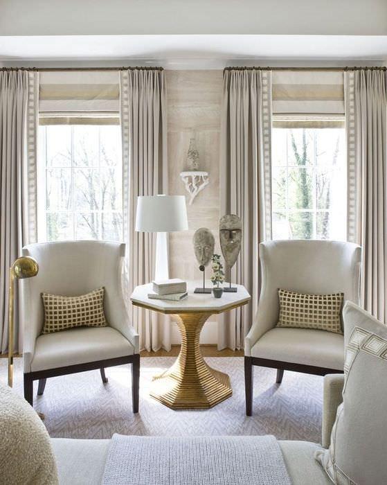 Дизайн гостиной в стиле прованс с бежевыми шторами