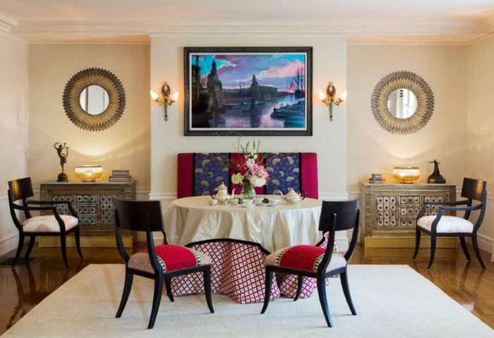 Симметрия в интерьере гостиной в стиле неоклассицизма