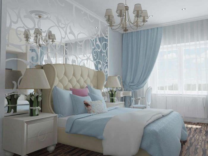 Интерьер красивой спальной комнаты в нежно-голубых тонах