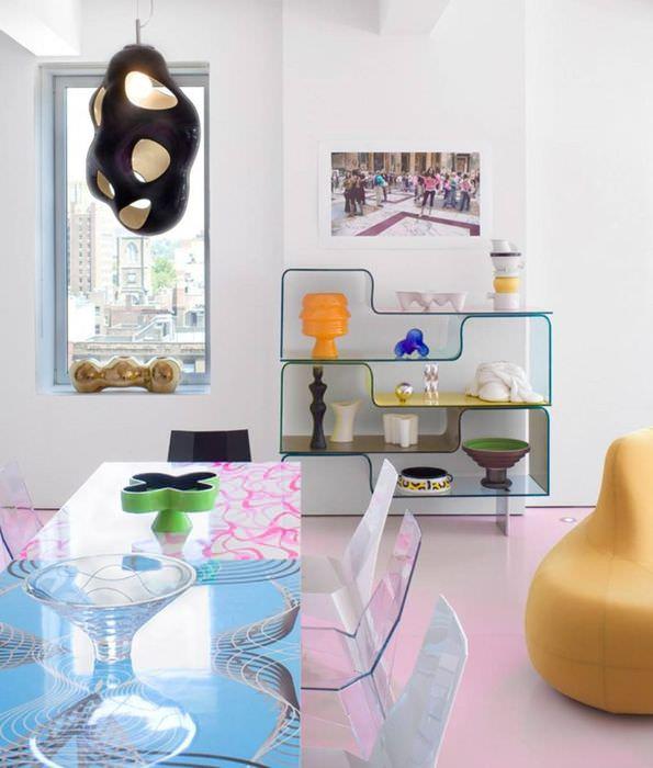 Интерьер кухни в стиле фьюжн со стеклянной мебелью