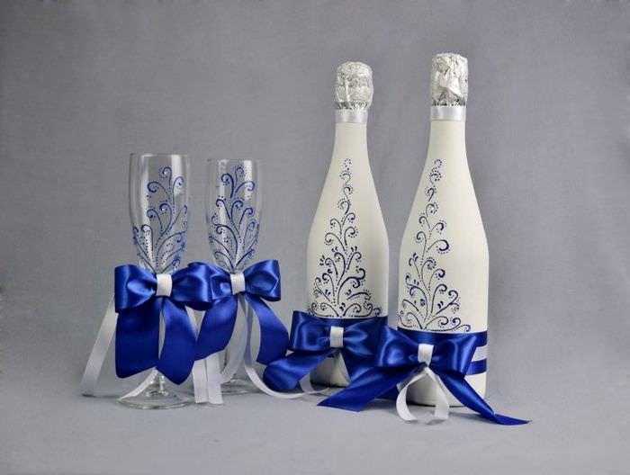 Декор бутылок и фужеров лентами и росписью своими руками