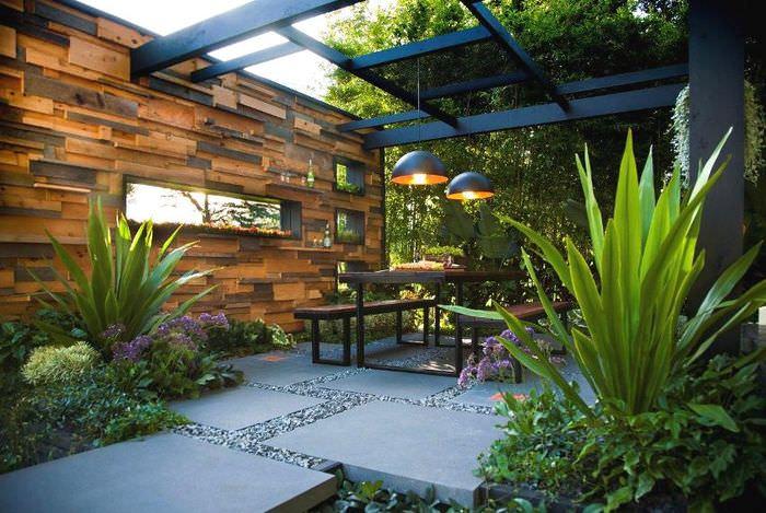 Дизайн современной зоны отдыха на садовом участке в свободном стиле