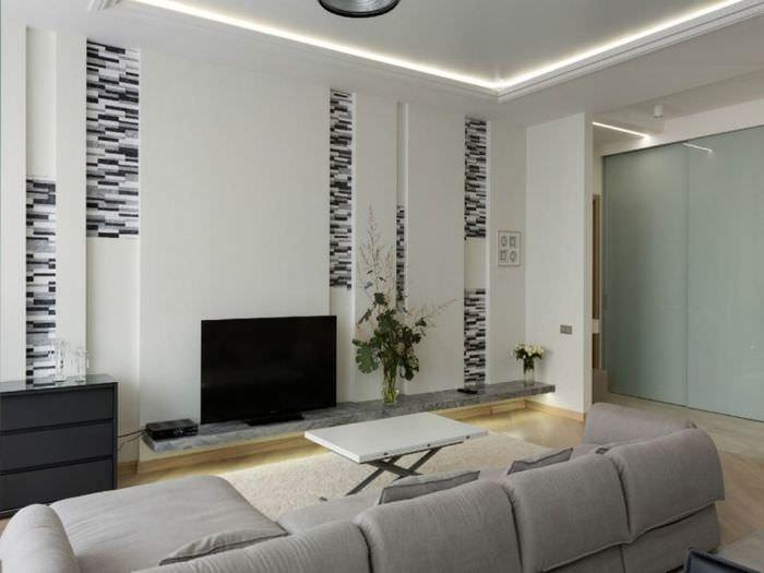 Вертикальные ниши в интерьере гостиного помещения