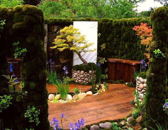 Уголок загородного участка в японском стиле