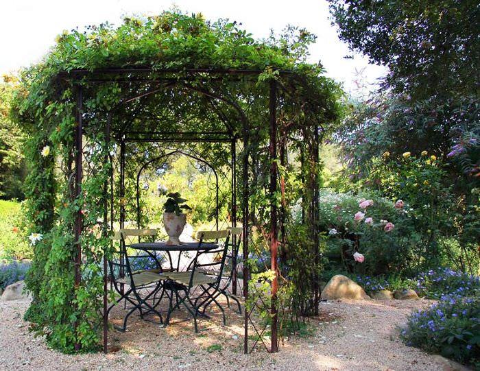 Стальная конструкция садовой беседки для быстрорастущих лиан