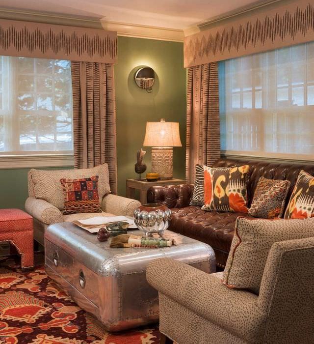 Оригинальный интерьер гостиного комнаты с неординарными предметами