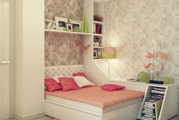 Белая мебель в детской комнате для девочки