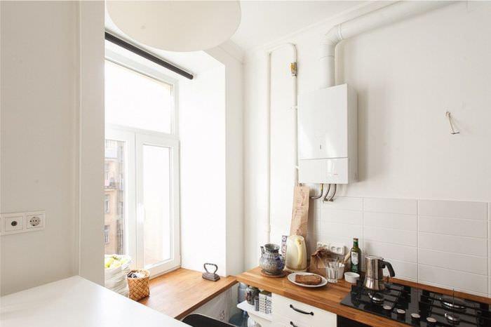 Белый газовый котел на стене современной кухни