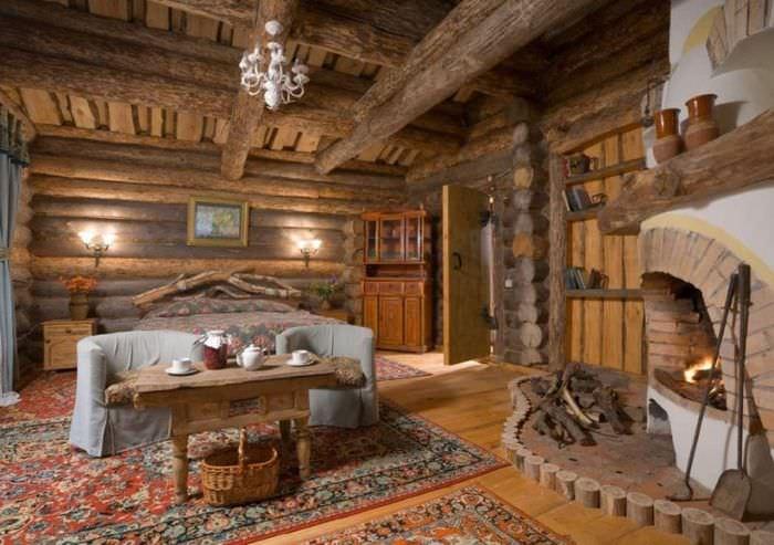 Обилие дерева в оформлении комнаты отдыха в русской бане