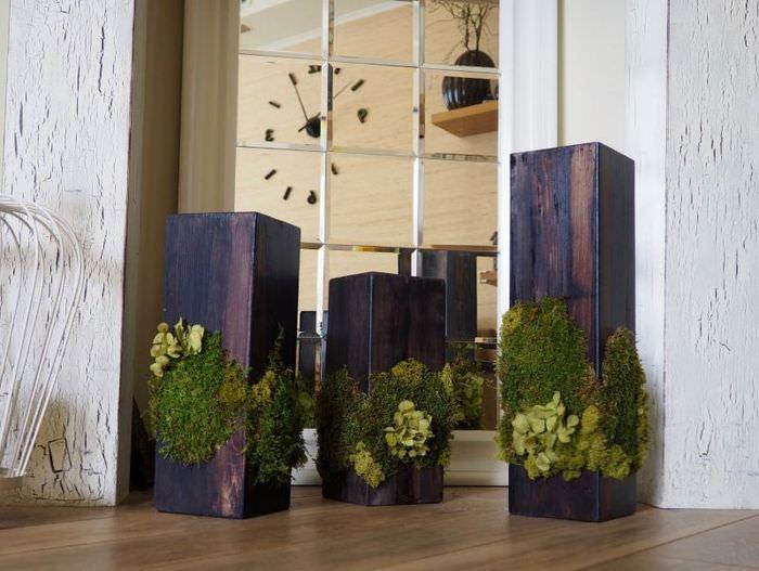 Напольные вазы из дерева с растительным декором