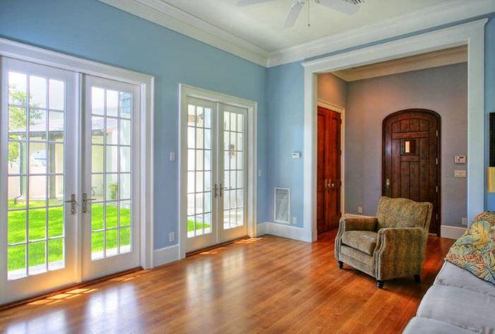 Светлые двери в интерьере дома: 75 вариантов эффектных сочетаний