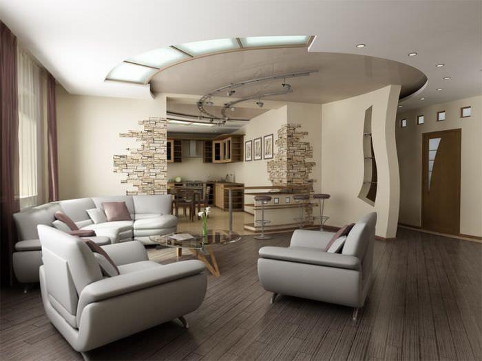 Красивая комбинация натяжного и гипсокартонного потолка в современной гостиной