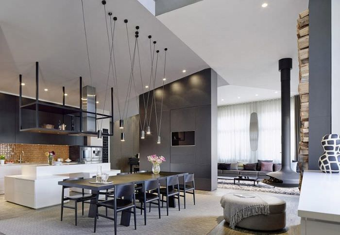 Просторная гостиная в серых тонах в стиле контемпорари