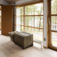 Плетенная мебель в прихожей частного дома