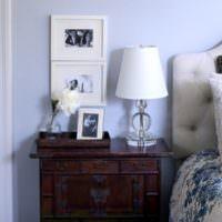 Стильная прикроватная тумба в классической спальне