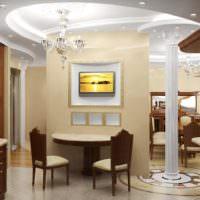 Освещение в гостиной с классической колонной