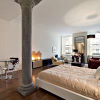 Интерьер современной спальни с колонной