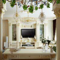 Классический интерьер гостиной с колоннами
