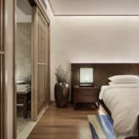 Сочетание коричневого с белым в дизайне спальни