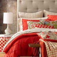 Сочетание коричневого цвета с красным в спальной комнате