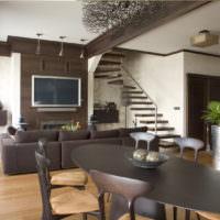 Темно-коричневый стол в гостиной