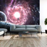 Космические фотообои над диваном в гостиной частного дома