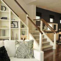Оформление пространства под лестницей своими руками