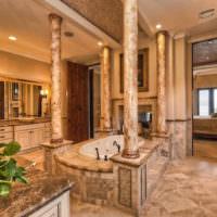 Классические колонны в интерьере гостиной