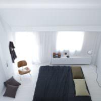 Черная кровать в белой спальной комнате