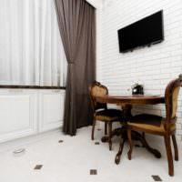 Классический интерьер белой гостиной
