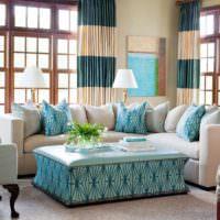 Столик в стиле прованс в гостиной частного дома