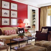 Оформление стены над диваном в красном цвете