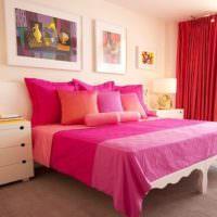 Красные шторы в спальной комнате