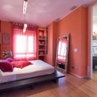 Спальня в красных и розовых оттенках