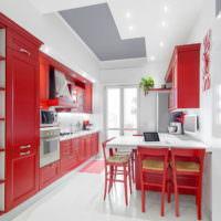 Красные фасады кухонного гарнитура