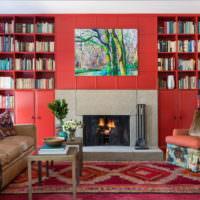 Ковер с красным узором на полу гостиной
