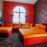 Оранжево-красная мебель в гостиной